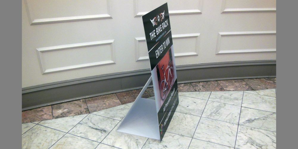 Coroplast Poster + Stand