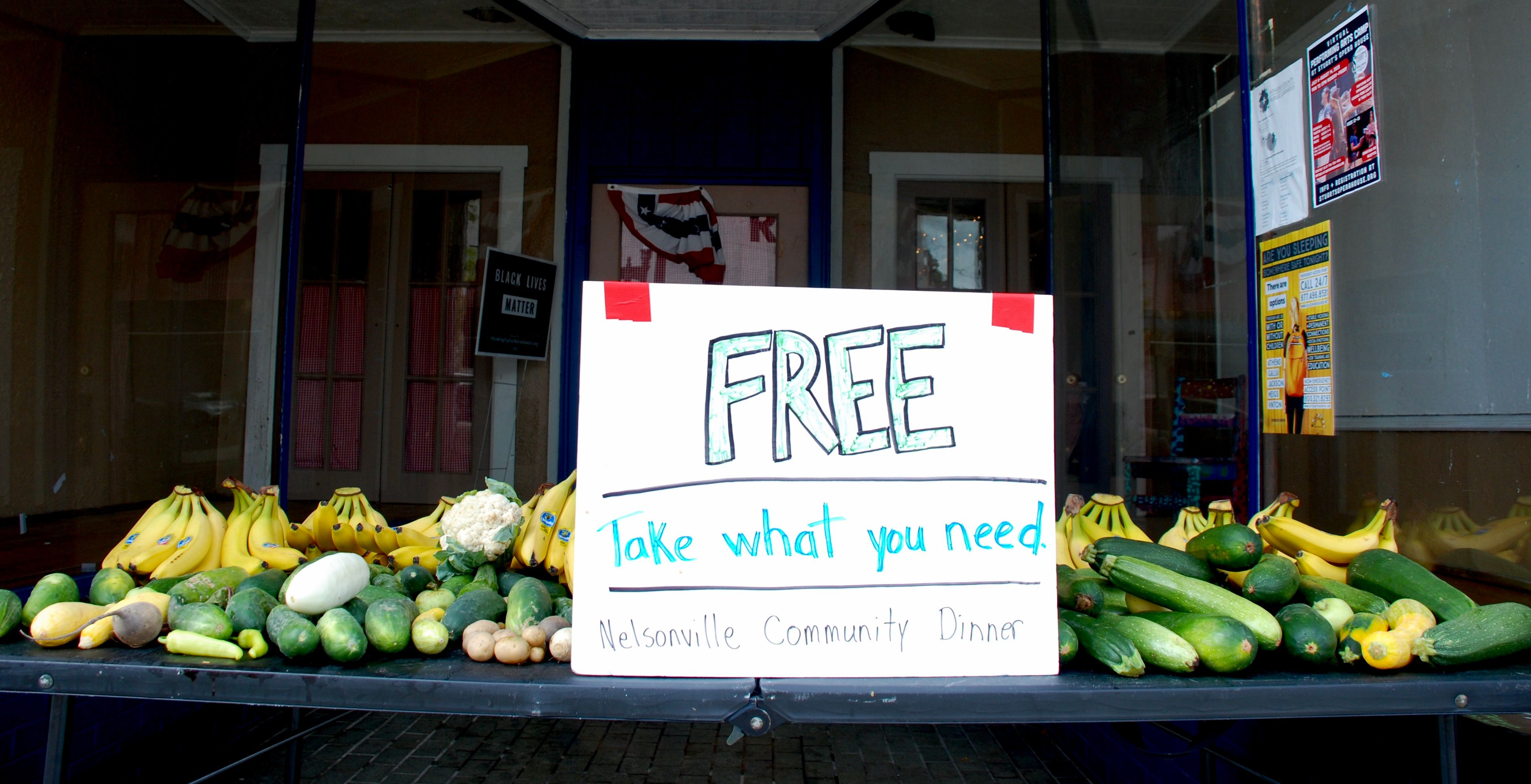 Live Healthy Contributes Fruit to Free Goods Table