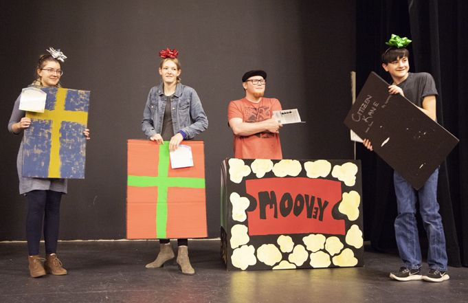 Children Invited to Free Bag and Box Theatre Holiday Plays