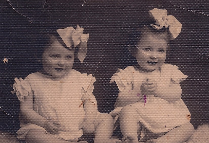 The twins of Auschwitz - BBC News