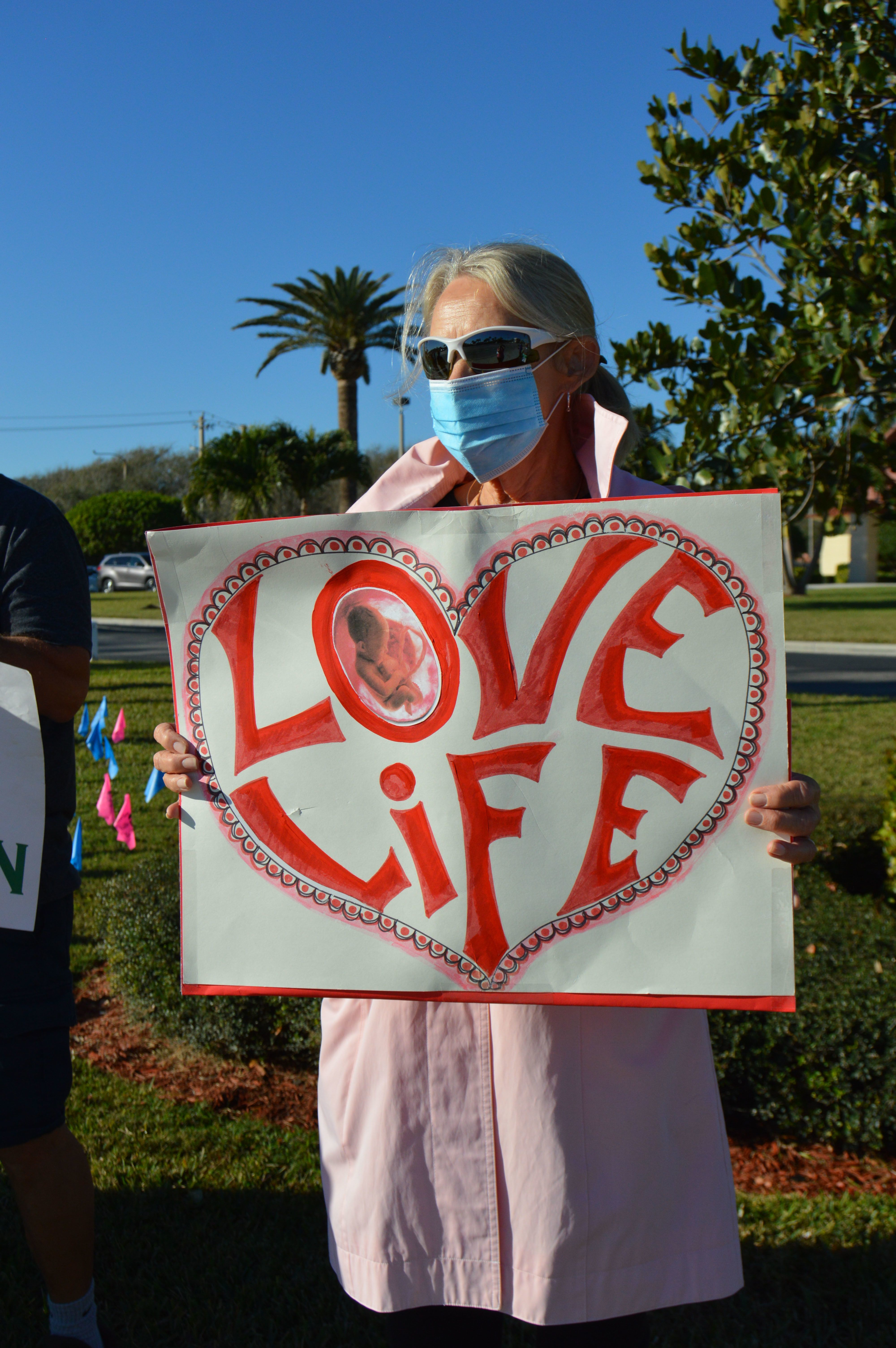 """Jesus, Protect and Save the Unborn Babies"" - Faithful throughout diocese stand for life on anniversary of Roe v. Wade"