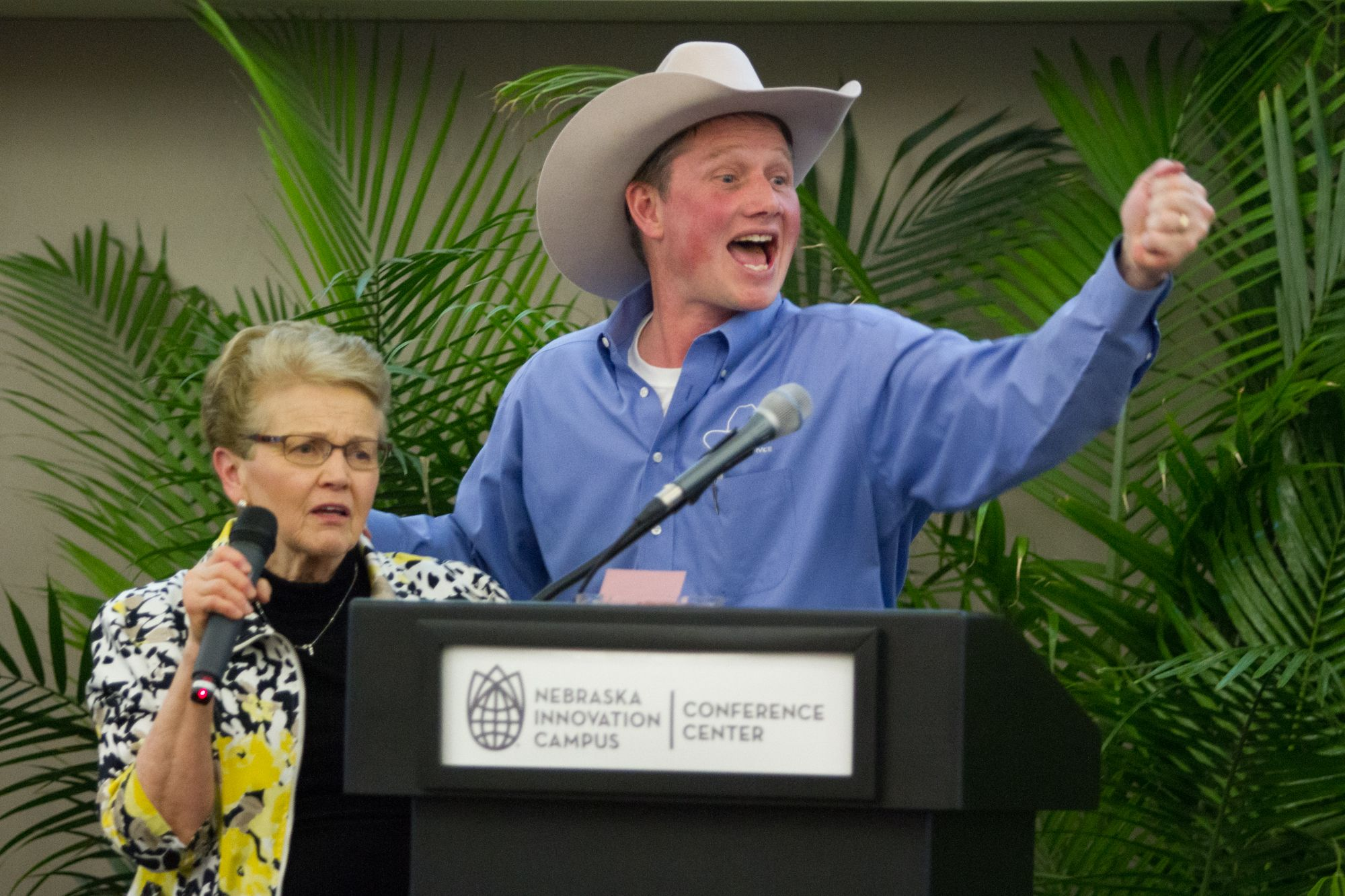 Mary Love helps auctioneer Allan Hughes.