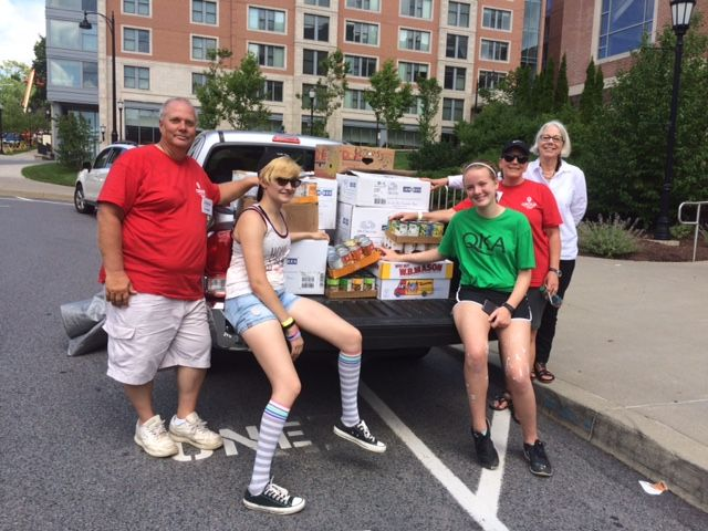 Group Mission Trips volunteers donate to Bread Basket