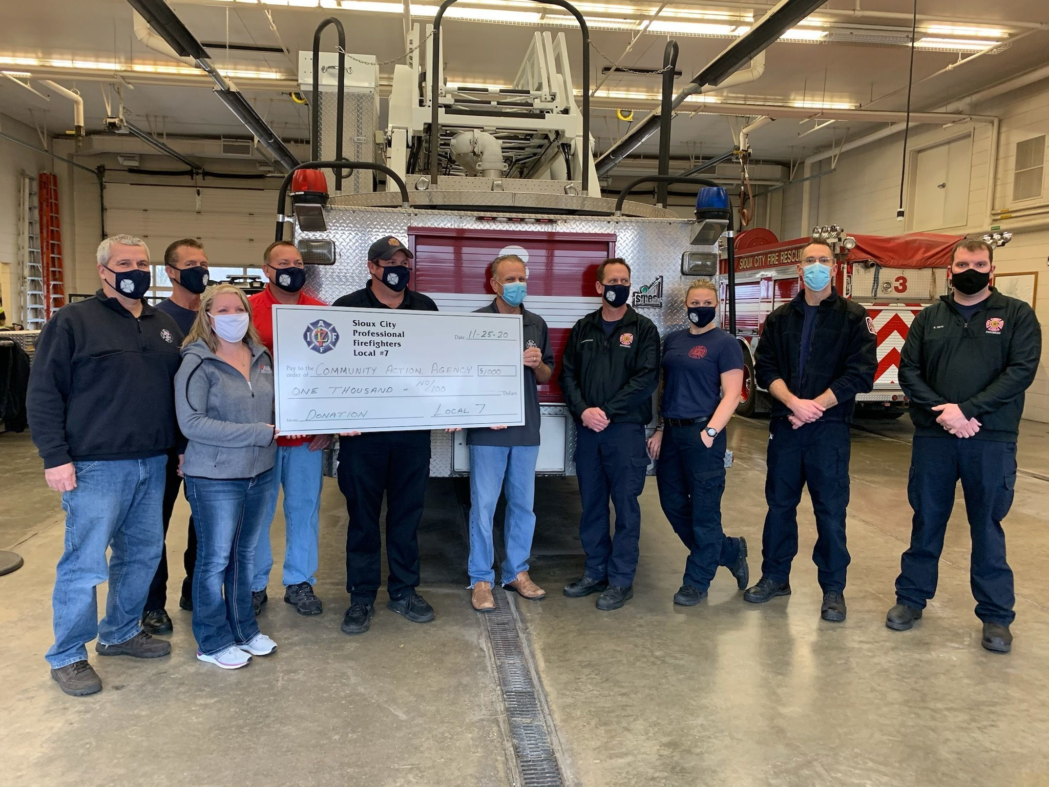 Sioux City Professional Firefighters Local 7 Union makes holiday donation